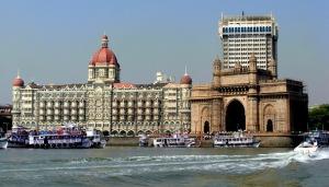 GATEWAY-OF-INDIA-HOTEL-TAJ-IN-MUMBAI